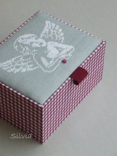 Decorate a box for hair things for girls for their birthday