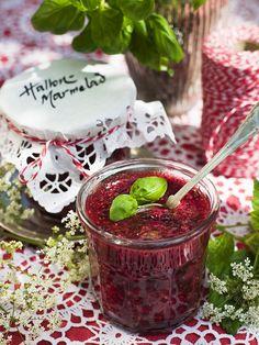 Himbeermarmelade mit Holundersirup - smarter - Zeit: 20 Min. | eatsmarter.de Chutneys, Healthy Eating Tips, Healthy Nutrition, Vegetable Drinks, Jam Recipes, 20 Min, Tasty, Treats, Homemade