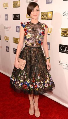 Marion Cotillard at the Critic's Choice Movie Awards. Dress: Zuhair Murad.  Love the floral beading - need to try a beginner's version sometime this year.