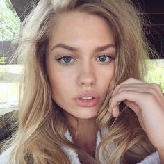 Discovered by Mademoiselle. Find images and videos about girl, beauty and model on We Heart It - the app to get lost in what you love. Beige Blonde, Blonde Hair, Beauty Make-up, Hair Beauty, Beauty Style, Alexandria Morgan, Tumbrl Girls, Face Hair, Natural Looks
