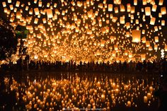 Floating Lanterns : Loi Krathong Festival in Thailand 2013