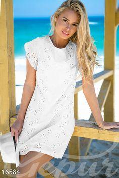 Невероятно женственное платье с завязками на спине. Узорчатый материал и яркие цвета будут гармонировать с прекрасной погодой и чистым небом, подчеркивая легкость присущую исключительно жаркому времени года. Великолепный выбор для уик-энда и путешествий в теплые страны. #dress #clothes #style #white #платье #одежда #стиль #sea #море #гипюр #гепюр http://gepur.com/