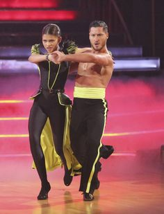Audience favorites Zendaya and Val C, were called back to do the encore with Team Paso