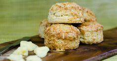Sonkás pogácsa recept - A húsvét kedvenc sós sütije   Femcafe Krispie Treats, Rice Krispies, Desserts, Food, Tailgate Desserts, Deserts, Essen, Postres, Meals