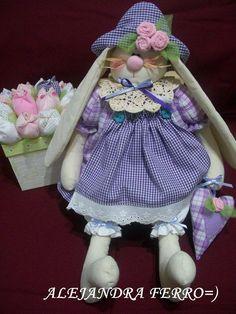 Eu Amo Artesanato: Coelho com molde Easter Crafts, Holiday Crafts, Baby Car Seats, Lunch Box, Bunny, Dolls, Pets, Children, Pattern