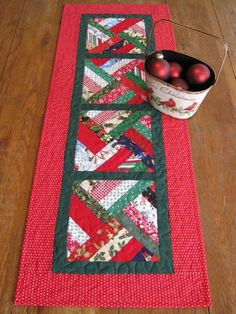 Strip Twist Quilted Table Runner / Christmas Table Runner at Etsy Quilted Table Runners Christmas, Christmas Patchwork, Patchwork Table Runner, Christmas Runner, Table Runner And Placemats, Table Runner Pattern, Christmas Sewing, Christmas Crafts, Christmas Log