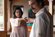 Trailer, images and posters for NARCOS Season 2 starring Wagner Moura, Boyd Holbrook and Pedro Pascal. Pablo Escobar Wife, Don Pablo Escobar, Pablo Emilio Escobar, Netflix Drama Series, Netflix Dramas, Tv Series, Wife Quotes, Woman Quotes, Narcos Pablo