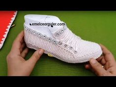 YouTube Crochet Slipper Pattern, Crochet Shoes, Knit Crochet, Crochet Designs, Crochet Patterns, Flip Flop Sandals, Shoes Sandals, Homemade Shoes, Spring Boots