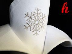 """Weihnachtsdeko - Bestickte Serviette """"silberne Flocke"""" - ein Designerstück von habseligkeiten bei DaWanda"""