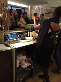 GASTROFIX iPad Kassensystem im Einsatz im ComingSoon in Zürich. Ipad, Catering, Software, Desk, Furniture, Home Decor, Fine Dining, Banquet, Cash Register