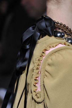 Marni Fall 2010 by Consuelo Castiglioni Boyish Girl, Simple Style, My Style, Traditional Fabric, Jewelry Trends, Marni, Fashion Details, Catwalk, Ready To Wear