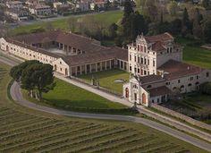 Villa Angarano, maestosa villa palladiana a Bassano del Grappa, dal 1996 nella lista dei siti italiani Patrimonio UNESCO: un luogo esclusivo per eventi.
