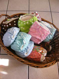 The Complete Guide to Imperfect Homemaking: Our Cloth Diaper Routine. la routine con i pannolini lavabili
