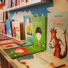 ¡Que llega San Valentín! Libros de besos, abrazos, amistad y por supuesto... amor. Que no falte de nada en la Libroteca ☺