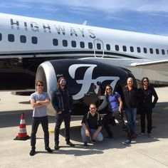 How real Rock Stars #travel #FooFighters #privatejet ♠ re-pinned by http://www.wfpblogs.com/author/thomas/ Dave Grohl is God