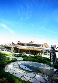 Stratford, Ontario - Shakespeare statue outside of the Festival Theatre where the Stratford Shakespeare Festival takes places. Stratford Shakespeare, Stratford Ontario, Stratford Festival, Shakespeare Festival, Festival Image, French Lifestyle, O Canada, Curtain Call, Theatres