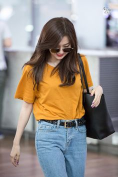 Seulgi of Red Velvet Kpop Fashion, Korean Fashion, Girl Fashion, Fashion Outfits, Airport Fashion, Simple Outfits, Casual Outfits, Red Velvet Seulgi, Velvet Fashion