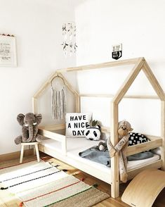 How to Design a Montessori Bedroom With Image sensory montessori, montessori diy, Montessori Toddler Bedroom, Toddler Rooms, Montessori Baby, Big Girl Rooms, Boy Room, Baby Zimmer Ikea, Kids Room Design, House Beds, Baby Room Decor