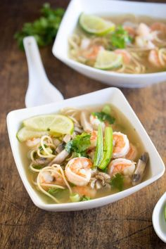 Spicy Shrimp Pho Recipes This Spicy Shrimp Pho is a twist on the traditional Vietnamese soup made with hot steaming chicken broth, shrimp, cilantro and fresh squeezed lime juice. Shrimp Recipes, Soup Recipes, Cooking Recipes, Easy Shrimp Pho Recipe, Seafood Pho Recipe, Seafood Stew, Fun Cooking, Cooking Light, Sushi Recipes
