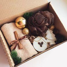 Подарочный бокс для ванной -мочалка -мыло ручной работы (2шт) -полотенце -декор (+коробка) -стильная упаковка бокса! _______________________ По заказам direct / WA +7913-027-46-04 #подарочныйнабор #подарочныйбокс #боксвподарок #дляпраздника #box #giftbox #подарочныйбокс22 #барнаул #подаркибарнаул