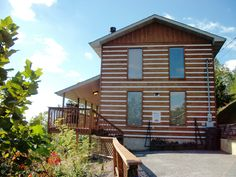 Smoky View - This 3 bedroom Pigeon Forge cabin has a view of the mountains that will amaze you! Click the pin to see more!