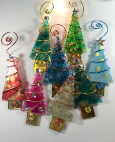 If you enjoy working with ceramics and glass, these beautiful glass Christmas tree ornaments are easy to make using glass, glass stain, copper and gold wire and a few embellishments. Glass Christmas Decorations, Glass Christmas Tree Ornaments, Christmas Art, Christmas 2016, Christmas Projects, Ornament Tree, Ornament Crafts, Stained Glass Ornaments, Stained Glass Christmas