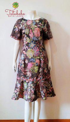 Make for Mommy Batik Kebaya, Batik Dress, Casual Dresses, Fashion Dresses, Dresses For Work, Batik Couple, Dress Brokat, Batik Fashion, Dress Tutorials