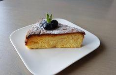 Een lekker koolhydraatarm nagerecht- of snack, Japanse cheesecake. Dit recept is de koolhydraatarme versie van de Japanse cheesecake. De smaak en structuur zijn perfect. Deze cheesecake is niet te vergelijken met de compacte en zware Amerikaanse Cheesecake. De Japanse cheesecake is namelijk super luchtig.