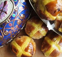Baking for Easter – The History of Traditional Hot Cross Buns and Hot Cross Bun Recipe
