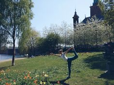 yoga utomhus stockholm Yoga Inspiration, Stockholm, Healthy Living, Healthy Recipes, Park, Women, Healthy Life, Women's, Healthy Eating Recipes