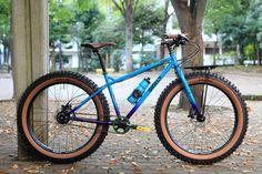 Surly Pugsley customized by Blue Lug in Japan // looks so good! Fat Bike, Blue Pug, Surly Bike, Unicycle, Bike Design, Cycling Bikes, Custom Paint, Mountain Biking, Touring