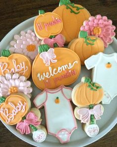 Are you planning a fall baby shower and need the perfect theme? We absolutely adorable the Little Pumpkin Baby Shower Theme! Baby Shower Cupcakes For Girls, Baby Girl Shower Themes, Baby Shower Decorations For Boys, Baby Shower Cookies, Food Decorations, Baby Cookies, Baby Shower Fall Theme, Sugar Cookies, Pumpkin Cookies