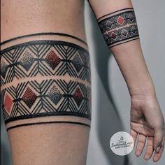 #bracelettattoo by #Adina /// #Equilattera #Miami #Tattoo #Tattoos #Tat #Tatuaje #tattooed #Tattooartist #Tattooart #tattoolife #tattooflash #tattoodesign #tattooist #tattooer #tatted #tattedup #tattoooftheday #instatattoo #ink #inked #inkedup #art #original #bracelet #dotwork #linework #color  #blackink /// Posted by @wazlottus