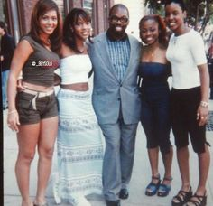 All I see is Beyonce thick ass 😍 Blue Shirt Outfits, Girl Outfits, Fashion Outfits, 90s Fashion, Beyonce And Jay Z, My Black Is Beautiful, Beautiful Women, Destiny's Child, Beyonce Knowles