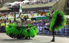 Rio carnival 2013-Primeiro casal de mestre-sala e porta-bandeira da Mocidade rodopia na avenida