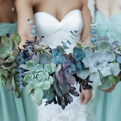 Today on the blog we're showing you some of our favorite wedding succulent arrangements! Photo | @linentablecloth