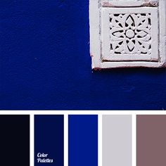 Deep blue is perfect for a living room. Such a rich shade of sapphire blue will look great on the walls, provided that the floor and all frames are painted.