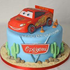 LIGHTENING MCQUEEN CAKE CR2429 cakepins.com
