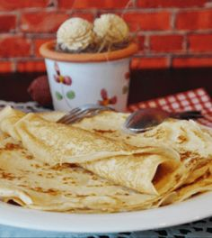 Best Crepes in Orlando Where do crepes come from? Crepes are known to have a very fascinating history. Crepes, which originated from a small Dessert Breton, Pancake Fillings, Crepe Maker, How To Make Crepe, Pancakes Easy, Oatmeal Pancakes, Croatian Recipes, Crepe Recipes, Healthy Soup Recipes