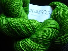 green madeline tosh Madeline Tosh, Lettuce Leaves, Knit Crochet, Plant Leaves, Crafting, Textiles, Wool, Knitting, Green
