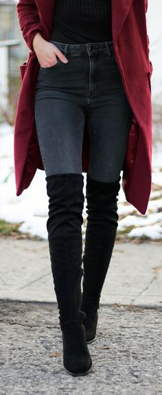 Winter style to keep warm: a long duster coat in this berry color paired with over the knee black bo Outfits Otoño, Jean Outfits, Trendy Outfits, Winter Outfits, Fashion Outfits, Womens Fashion, Long Boots Outfit, Coat Outfit, Outfit Jeans