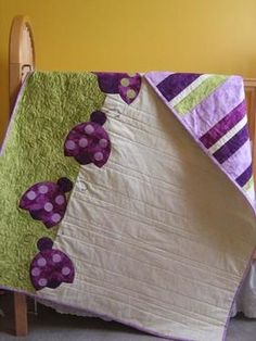 Cute reversible quilt idea! Might have to try something like this ;)   Little Lady ~ was adownload pattern from Connecting Threads