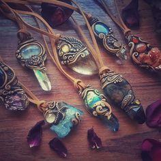 Still available pendants. #crystals #healingstone #crystalhealing #rawcrystal #moonstone #earthly #earthlove #claypendat