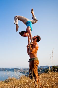 """""""Yoga means now you will have to be a harmony, you will have to become one. Acro yoga is such an inspiration for trust and cooperation within the mind and body of two people. Couples Yoga Poses, Fit Couples, Yoga Girls, Partner Yoga, Workout Partner, Yoga Inspiration, Yoga Fitness, Pilates, Hatha Yoga"""