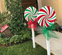 These Christmas decorations are a perfect addition to your yard this holiday season! These are darling paired up with our ginger bread family, elves or Santa and Mrs Large Outdoor Christmas Decorations, Christmas Yard Art, Candy Christmas Decorations, Christmas Wood, Christmas Candy, Christmas Lights, Merry Christmas, Christmas Ornaments, Diy Christmas Yard Decorations