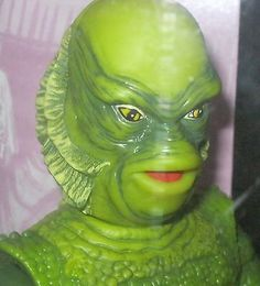 THE-CREATURE-FROM-THE-BLACK-LAGOON-12-FIGURE-HALLOWEEN-ACCESSORIES