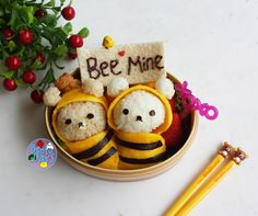 Do you know Rilakkuma?  This very cute bear is very popular in Japan!  Here, Rilakkuma and his friend Korilakkuma are made of onigiri (Rilakkuma's brown coloring is achieved by adding teriyaki sauce to the rice) and wearing bee outfits made of egg.  Yummy!
