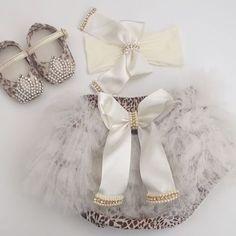💕Para as princesas... Look Sapatilha, calcinha + faixa de oncinha. Um charme!!! #babydeluxe#kitcalcinhafaixa#bundarica#sapatilhaluxo#princess#lookoncinha