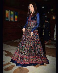 Aishwarya Rai Bachchan graces International Dance Congress meet with her Dance teacher Lata Surendra ❤❤❤ Party Wear Dresses, Dress Outfits, Fashion Outfits, Indian Gowns Dresses, Unique Dresses, Indian Wedding Outfits, Indian Outfits, Western Outfits, Indian Designer Outfits