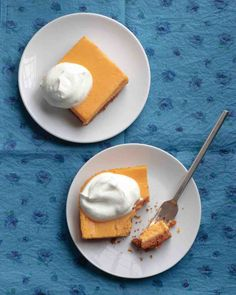 Scoot over pumpkin pie because the sweet potato cheesecake will be on the next Thanksgiving menu! A delicious alternative to the traditional pumpkin pie, the velvety sweet potato cheesecake squares will be definite crowd-pleaser. Sweet Potato Cheesecake, Pumpkin Cheesecake, Cheesecake Recipes, Dessert Recipes, Ricotta Cheesecake, Dessert Bars, Dinner Recipes, Nutella, Cheesecake Squares